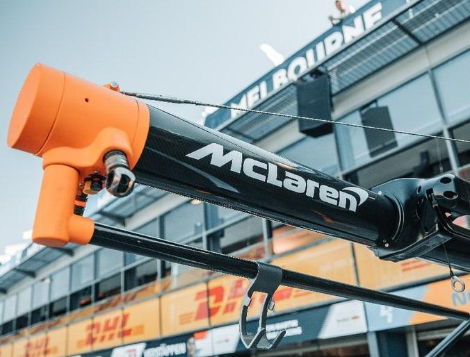 Сотрудники McLaren возвращаются домой